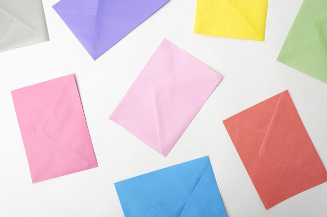 カラフルな封筒